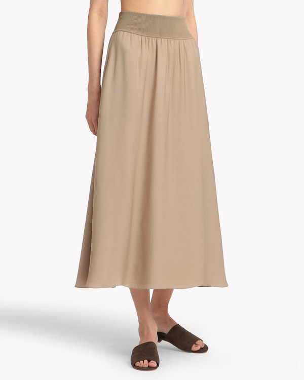送料無料Silk Combo Rib WB Volume SK ボリューム感のあるAラインのロングスカート。