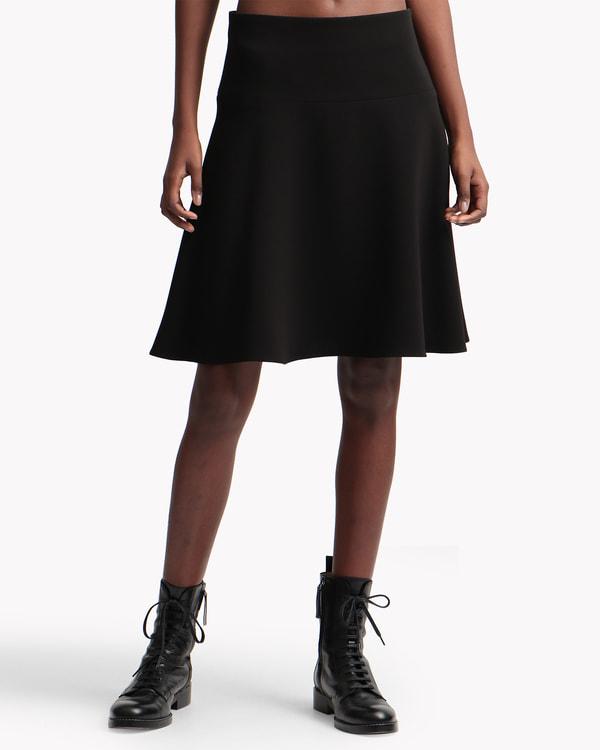 送料無料Classic Crepe Flared Skirt 膝丈のフレアスカート。